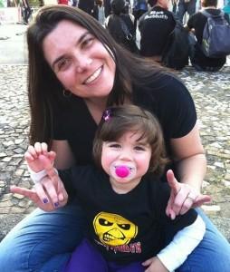 A mamãe  Jú com a pequena Marina