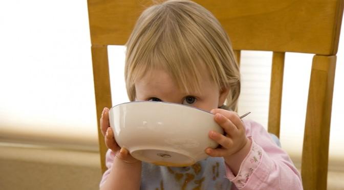"""""""Meu filho não come"""": conheça 3 estratégias para agir mais e falar menos"""