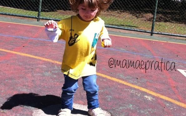 Pular e rabiscar: como essas brincadeiras estimulam seu filho