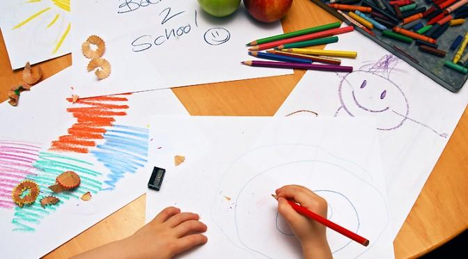 Colocar a criança na escolinha: os prós e os contras