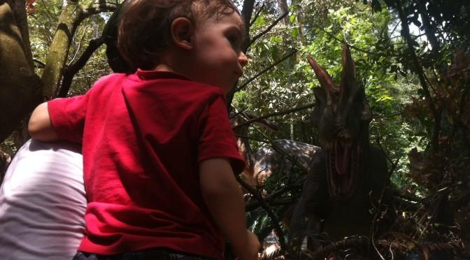 """Exposição """"O Mundo dos Dinossauros"""" diverte adultos e crianças"""