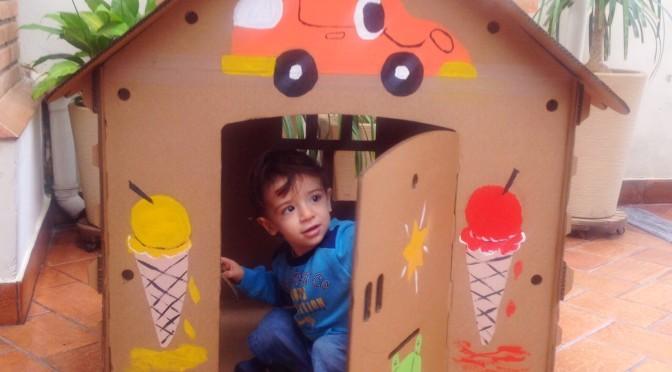 Casinha de papelão para desenhar e colorir (brinquedo sustentável)