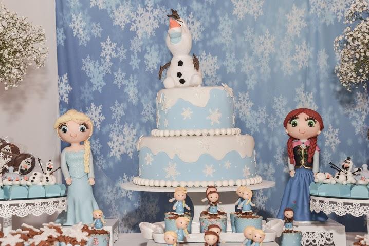 O simpático Olaf ganhou destaque no bolo cenográfico