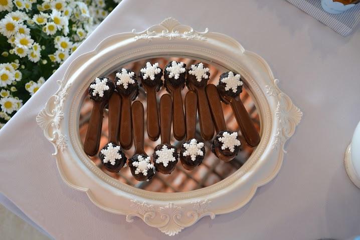 Colheres de chocolate belga com Nutella® + trufa de chocolate com crisps negro. Produção: Cup and Cakes