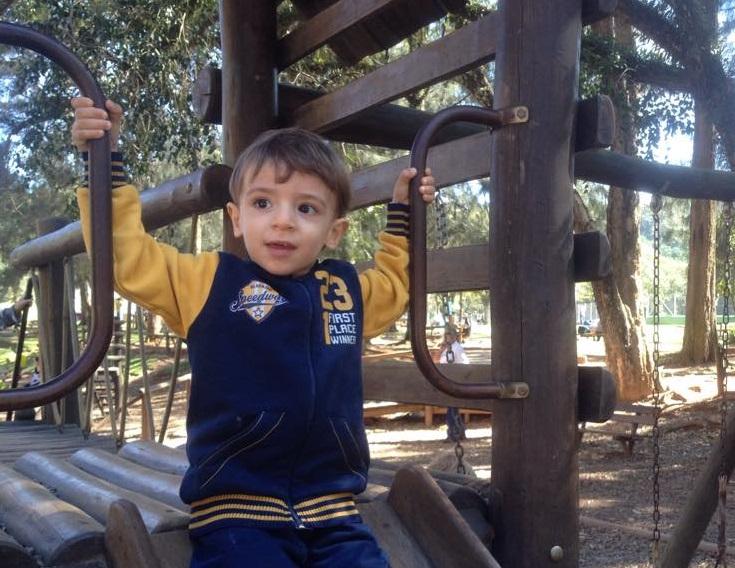 Serginho brincando no parque