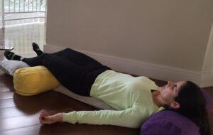 Simone ensina posição deitada para grávida relaxar