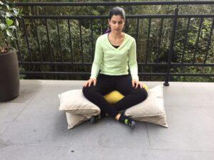 Simone ensina posição sentada para grávida relaxar