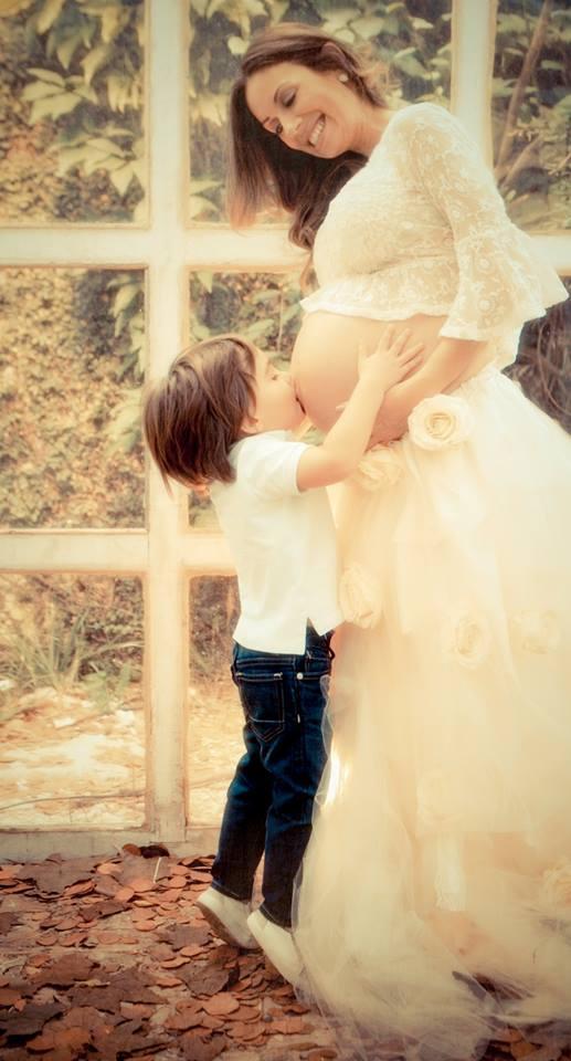 O beijo na barriga fica lindo! Foto: Lidi Lopez Fotografia
