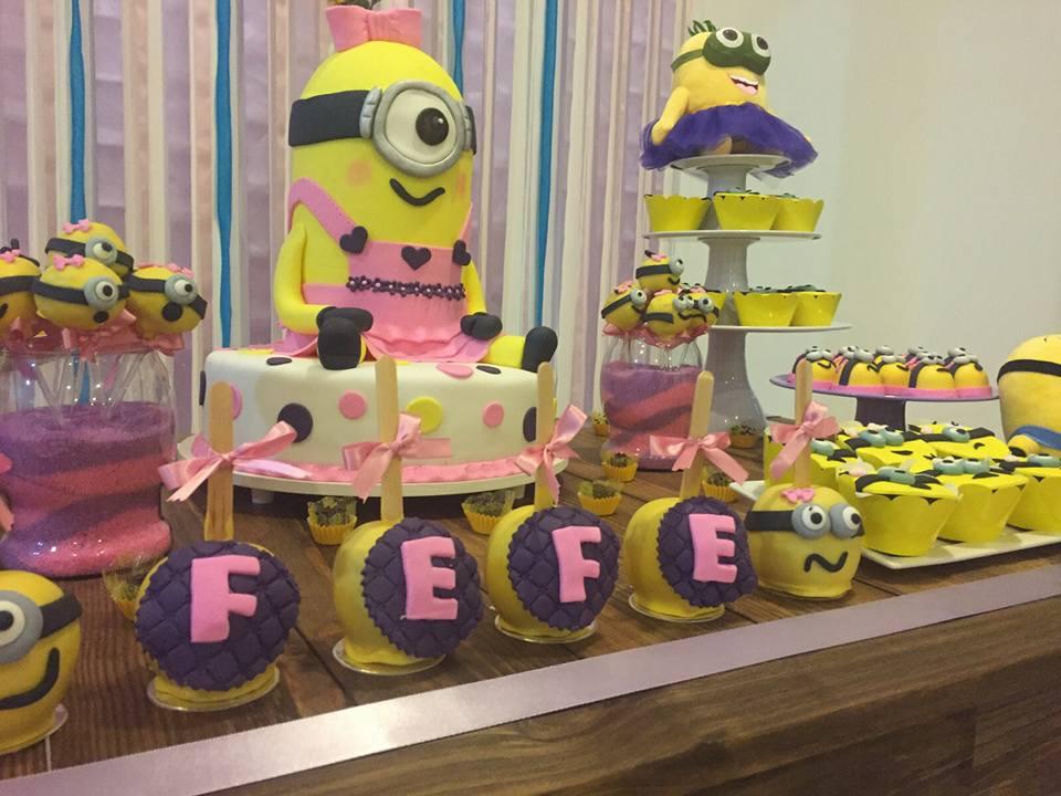 Mesa de doces para festa Minions para meninas. Fonte: Katia Cakess