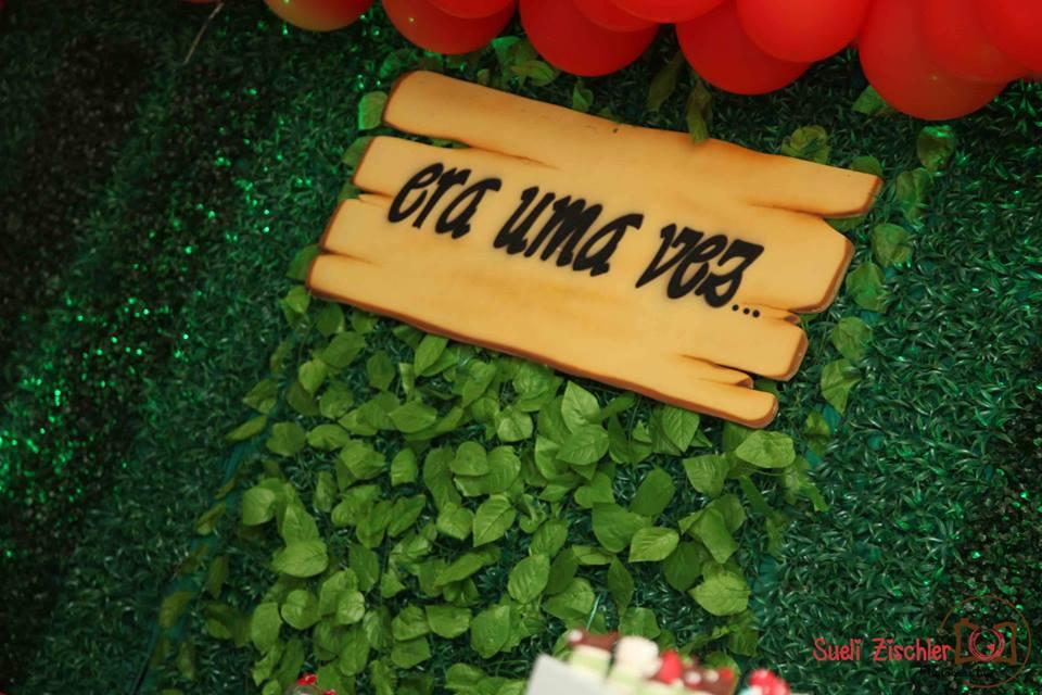 """Placa em MDF """"Era uma vez"""" para festa no tema Chapeuzinho Vermelho"""