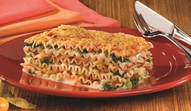 Lasanha vegetariana com três queijos deliciosa