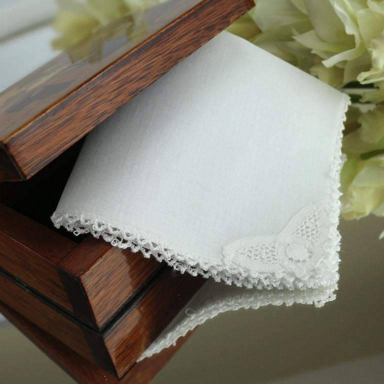 lembrancinha para batizado: lenço de bolsa feito com rena renascença
