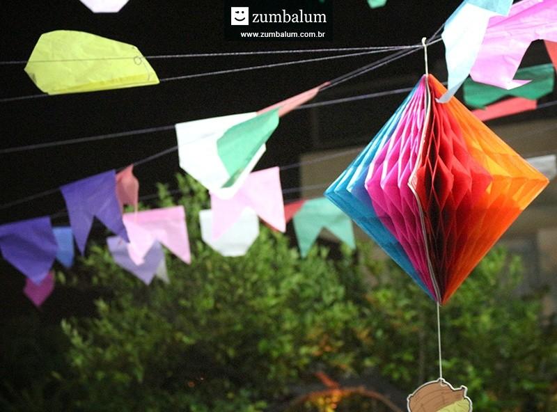 Decoração com bandeirinhas para festa junina infantil