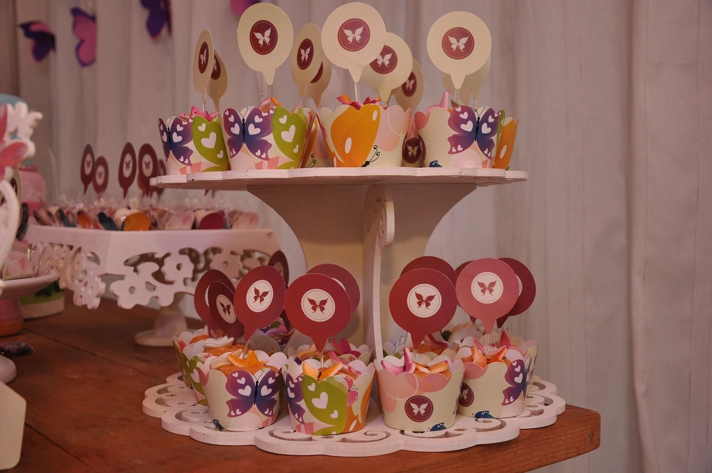 Os cupcakes na torre de cupcake