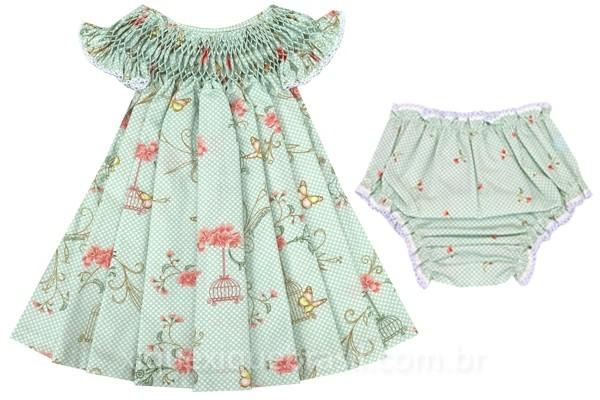 Vestido infantil com bordado casinha de abelha com estampa de gaiola, flores e borboletas