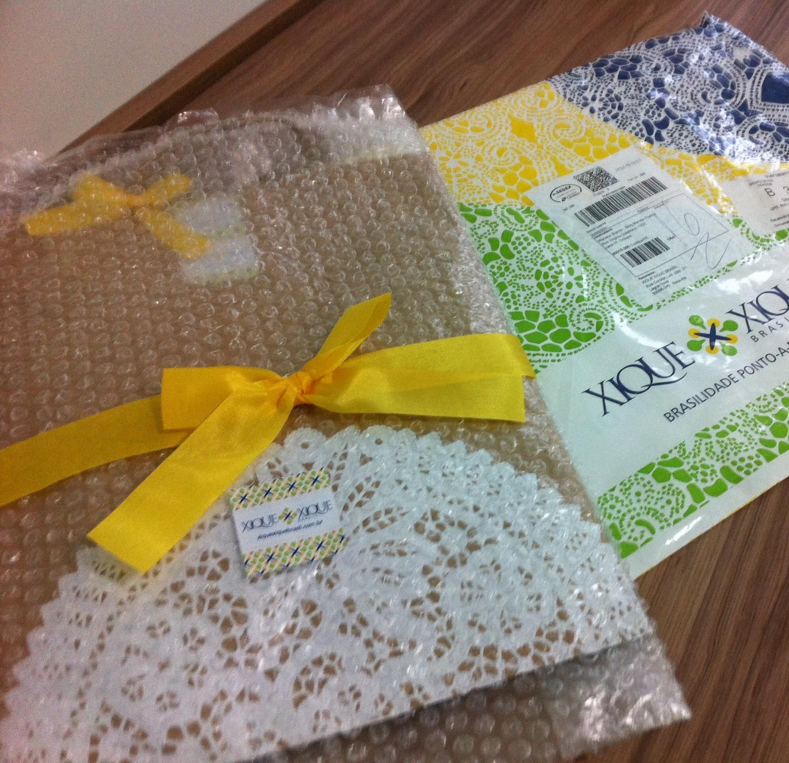Casinha de abelha: vestidos infantis com esse bordado do Nordeste