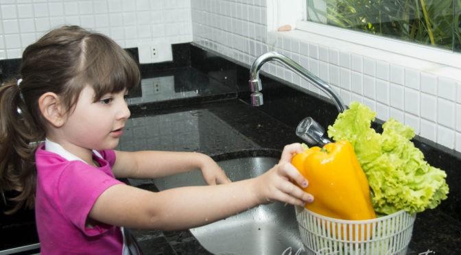 Criança na cozinha: 12 dicas para estimular seu mini chef